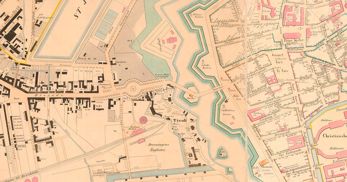 Udsnit af kort over København 1858. Voldgraven er endnu ikke kastet til og den nuværende Rådhusplads er dermed ikke dannet. Tivoli er etableret og Københavns første banegård ligger, hvor Hovedbanegården findes i dag. Togforbindelsen til Roskilde blev indviet i 1847.