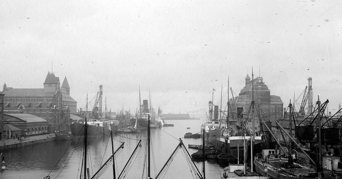 Udsigt over Frihavnens havenbassin og pakhuse. Foto: Johannes J. Danielsen, Københavns Stadsarkiv