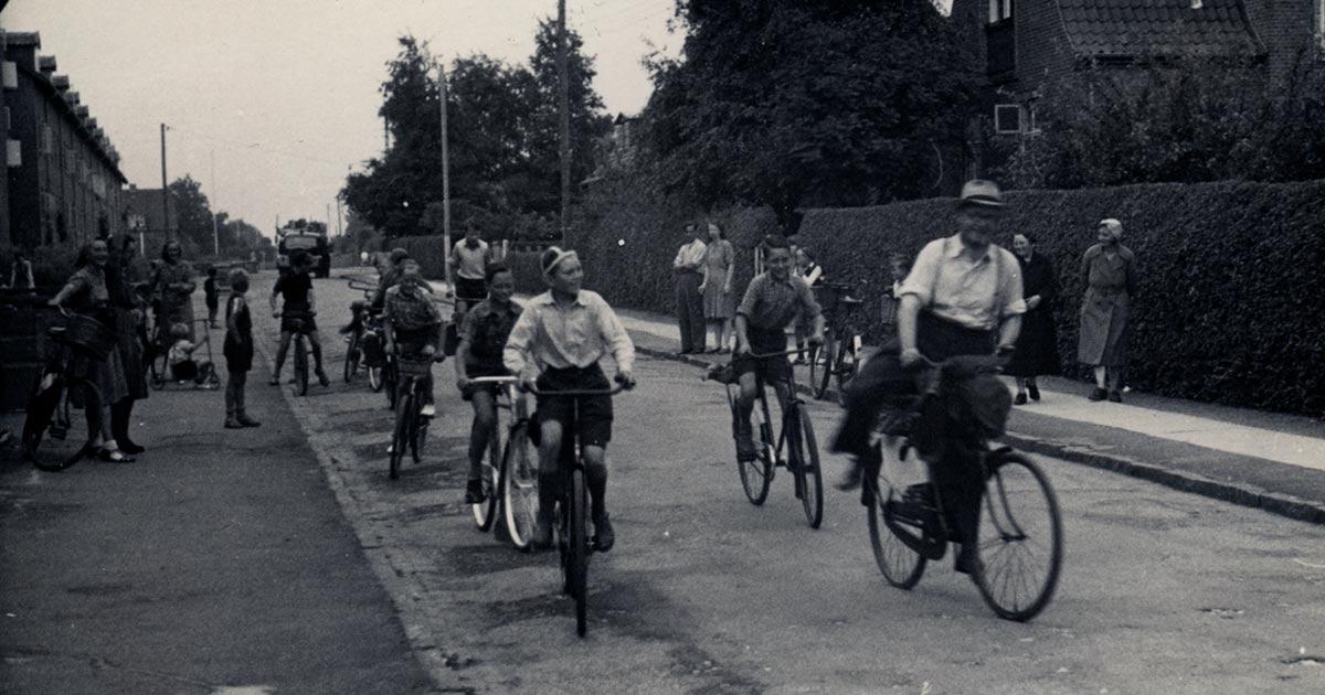 5. klasse fra Husum Skole på vej på udflugt i 1947. Foto: Ukendt fotograf, Københavns Stadsarkiv