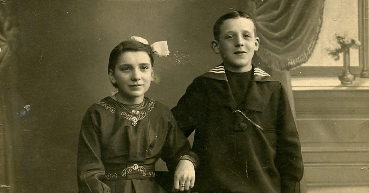 16-årige Yvonne Mørch og broderen Cai som konfirmander i 1919, Foto: Ukendt fotograf, København Stadsarkiv