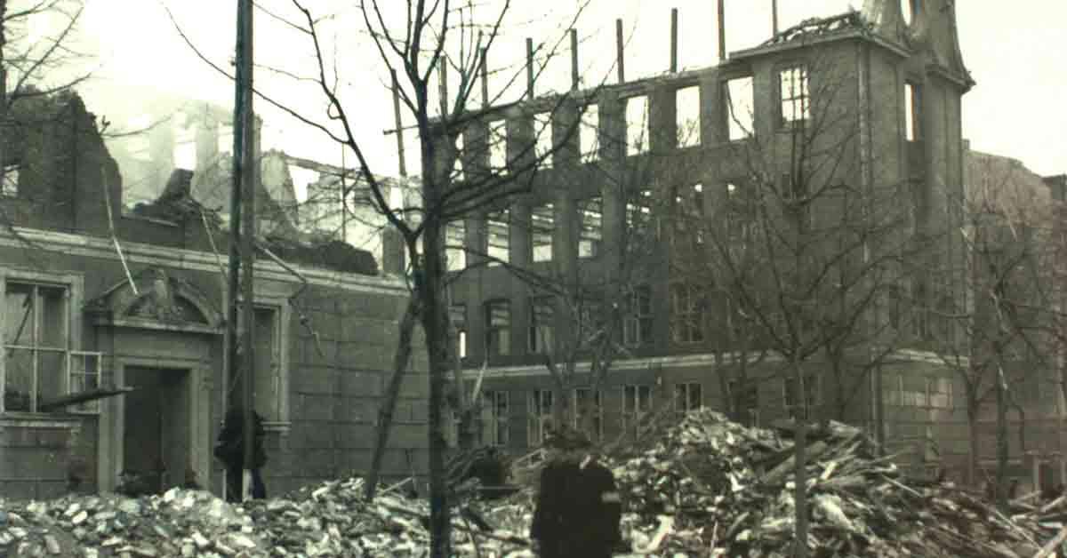 Den bombede franske skole set fra Frederiksberg Allé i marts 1945. Foto: Fotograf ukendt, Frederiksberg Stadsarkiv.
