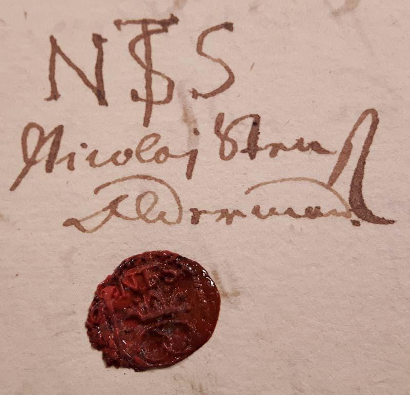 """Nicolaj Steensens bomærke """"N ST S"""" samt segl med bagerkringle fra hans tid som oldermand i 1677."""