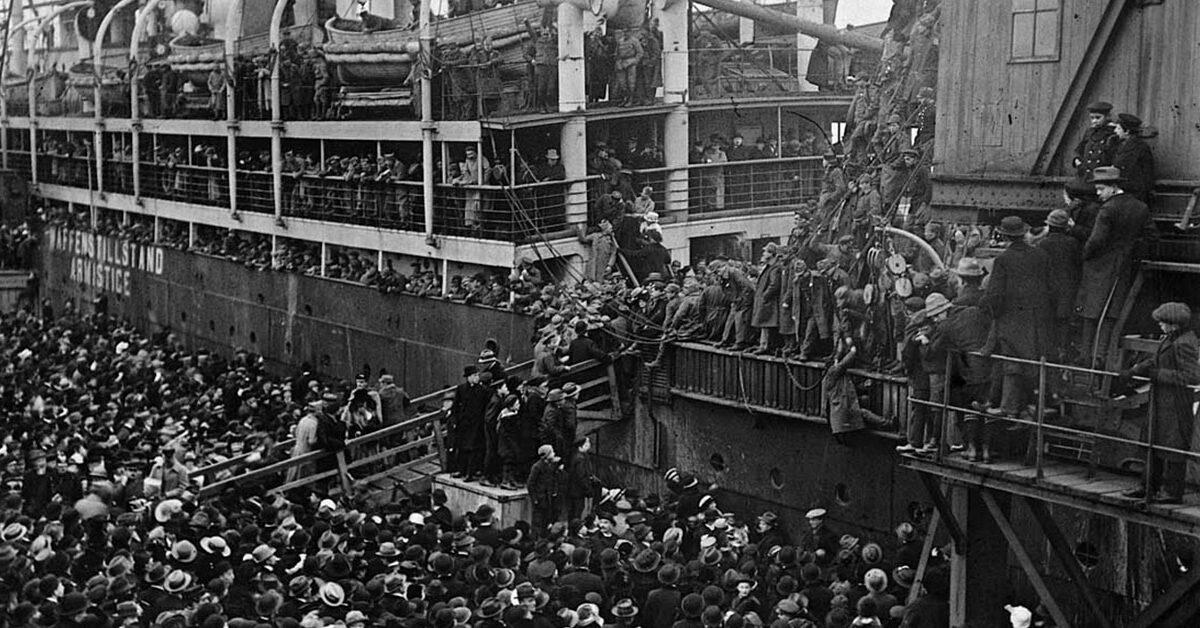 Da krigen sluttede, ankom mange mange krigsfanger til Københavns Havn. Skibene og deres passagerer var en seværdighed for københavnerne.