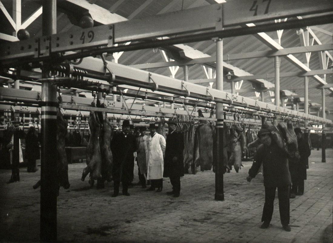 Kødopkøbere havde kronede dage under krigen. Kødbyen var fyldt til bristepunktet af slagtekvæg. Danskerne og de krigsførende lande efterspurgte alle kød. Foto: Københavns Museum