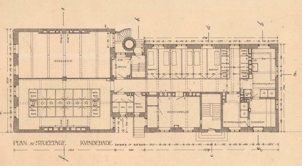 Plan af kvindeafdelingen i stueetage. Bemærk at der er flere karbade på kvindeafdelingen end på mandsafdelingen. Foto: Københavns Stadsarkiv