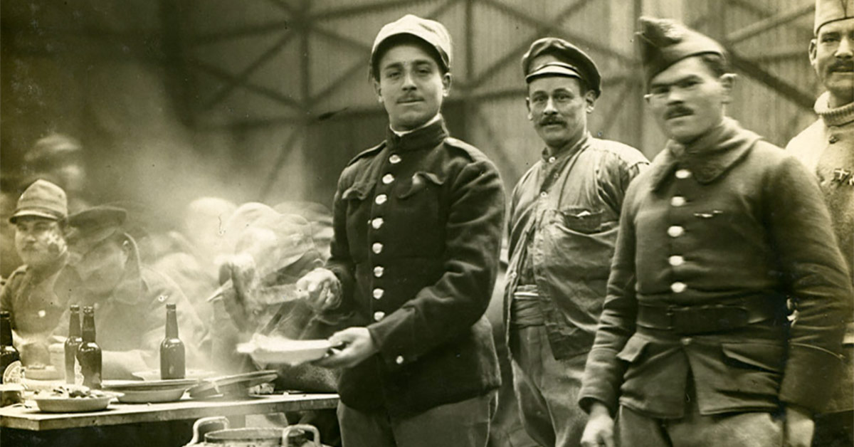Italienske krigsfanger i spisesal i Københavns Frihavn. 1919. Foto: Fotograf ukendt, Københavns Stadsarkiv