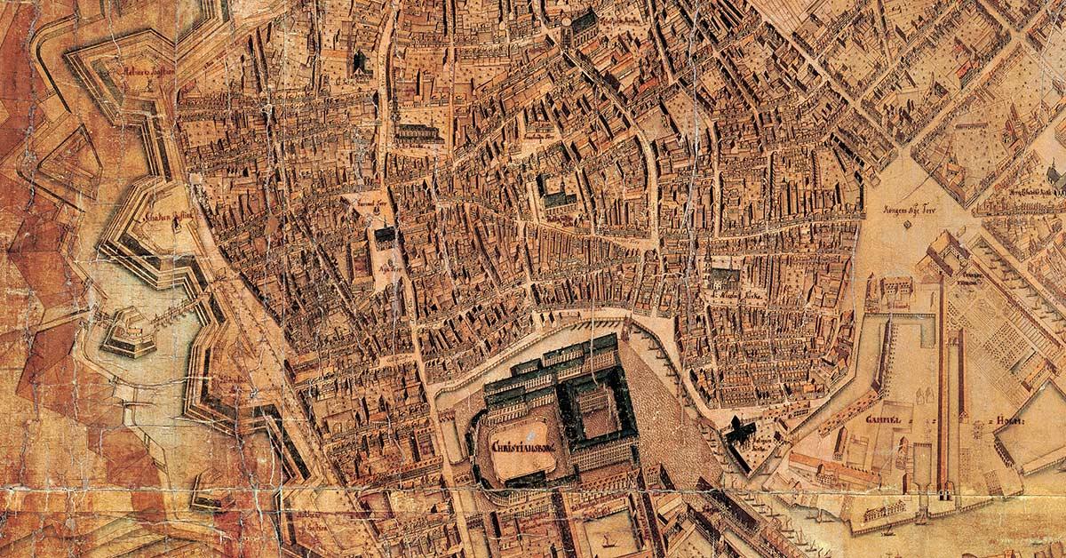 Rådhuset adskiller Gammeltorv og Nytorv. På Christian Geddes kort fra 1761 ses byens fjerde rådhus, der blev opført efter den store brand i 1728. Foto: Københavns Stadsarkiv.