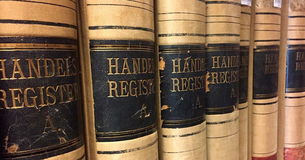 Handelsregistret blev oprettet i 1889 og afløste det tidligere firmaregister. Registret står på læsesalen.