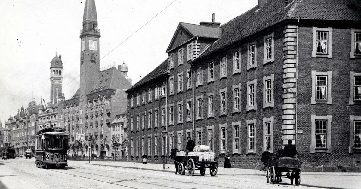 Vartov set fra Vester Voldgade, ca. 1910. Foto: Fritz Benzen, Københavns Museum
