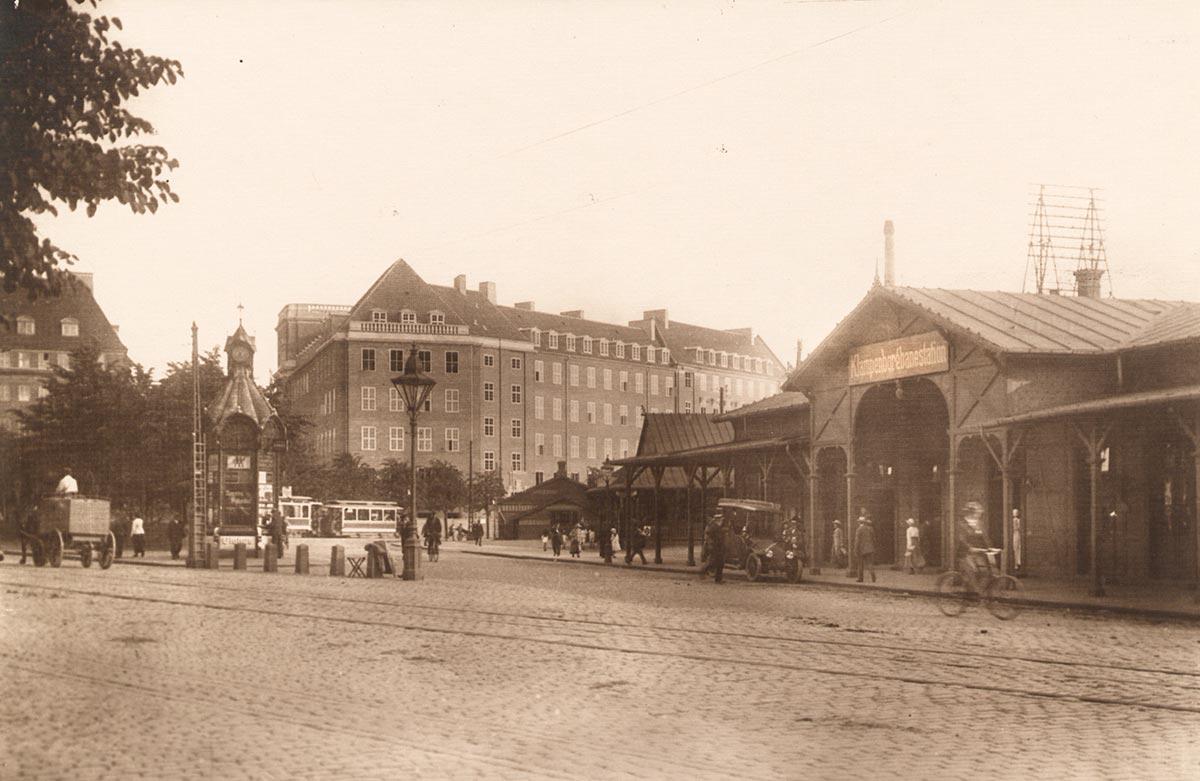 Gyldenløvesgade ud for Klampenborgbanens station. Foto 1917: Ukendt fotograf, Københavns Museum