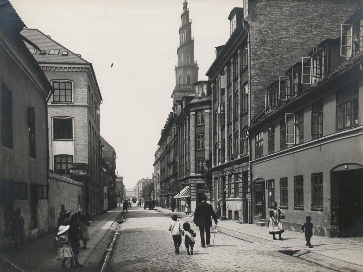 Sankt Annæ Gade. Foto 1910: Ukendt fotograf, Københavns Museum.