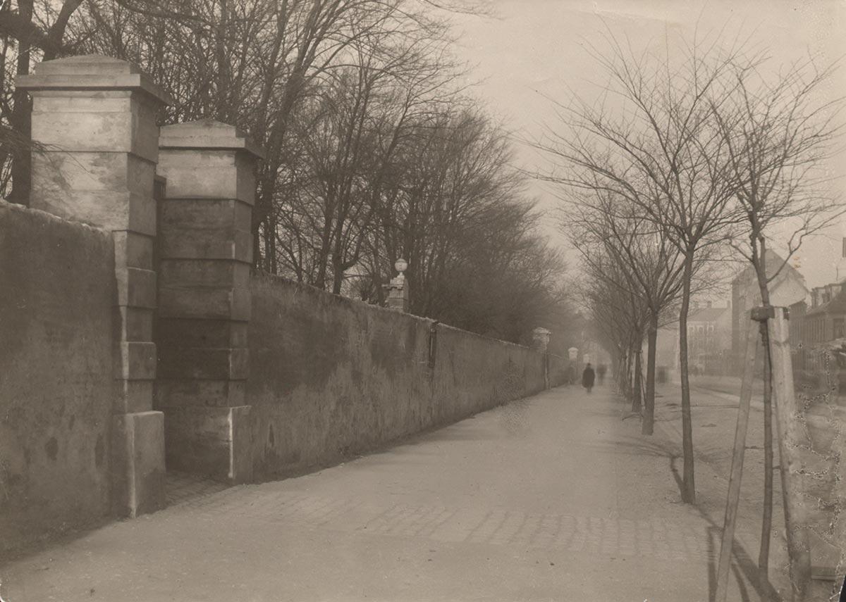 Assistens Kirkegård og Nørrebrogade. Foto 1885: Ukendt fotograf, Københavns Museum
