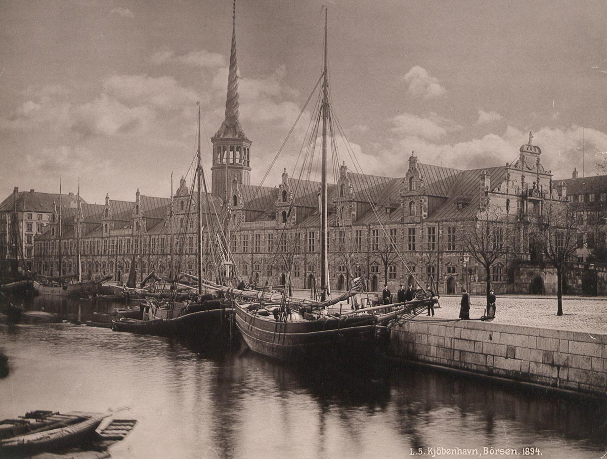 Børsen fra Holmens Bro. Foto 1894: Ukendt fotograf, Københavns Museum