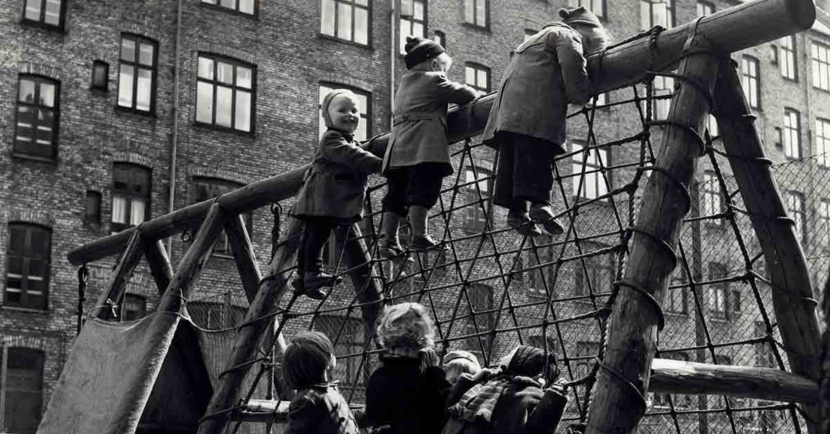 Legende børn på Sønder Boulevard. 1955. Foto: Fotograf ukendt, København Stadsarkiv.