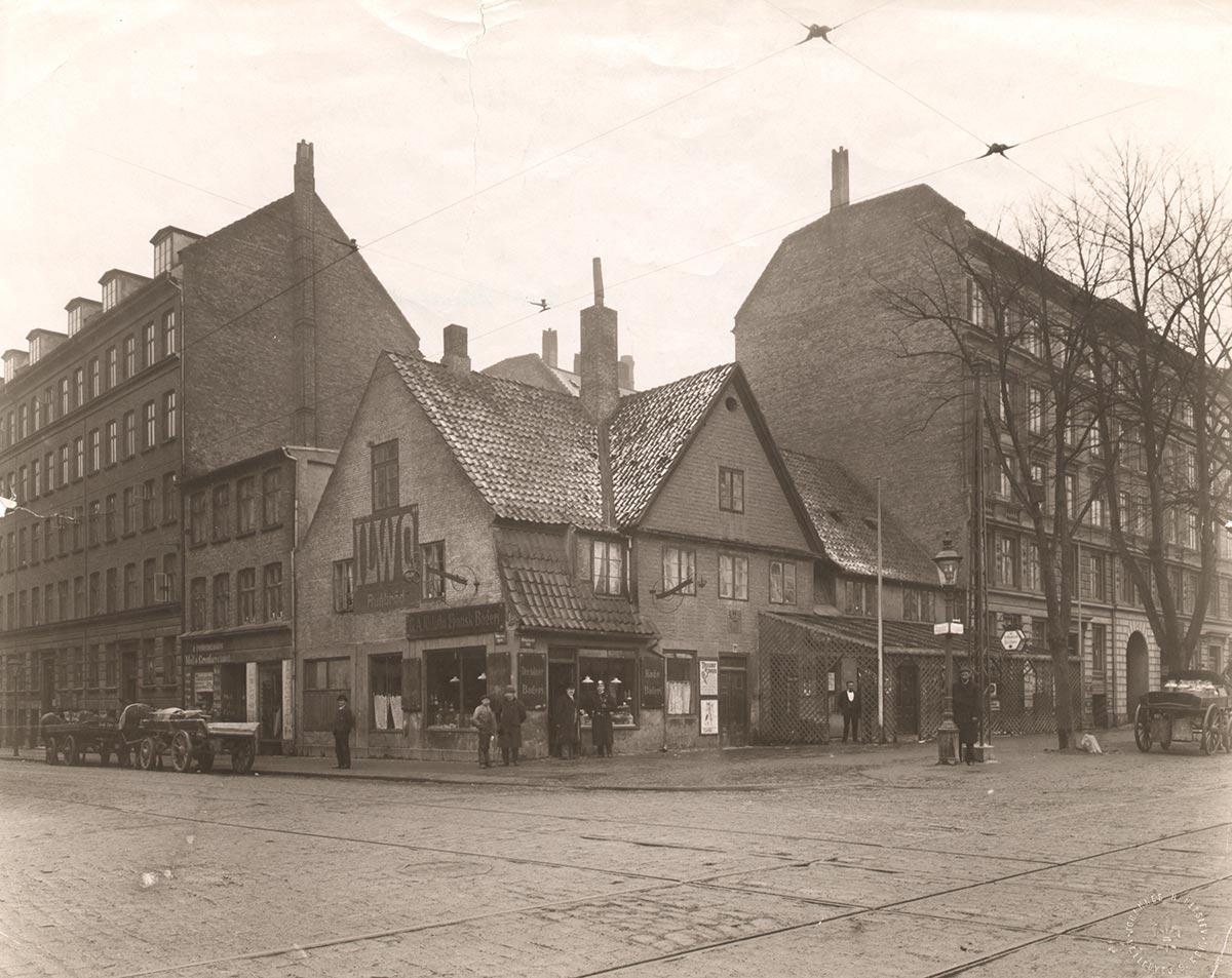 Hjørnet af Blegdamsvej og Fredensgade. Foto 1905: Johannes Hauerslev, Københavns Museum.