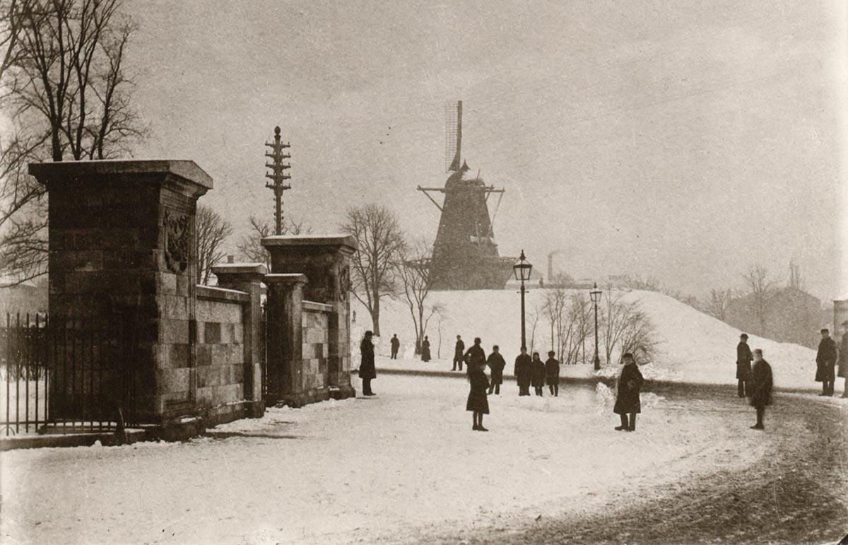 Indgangen til Ørstedsparken. Foto 1888: Johannes Petersen, Københavns Museum.