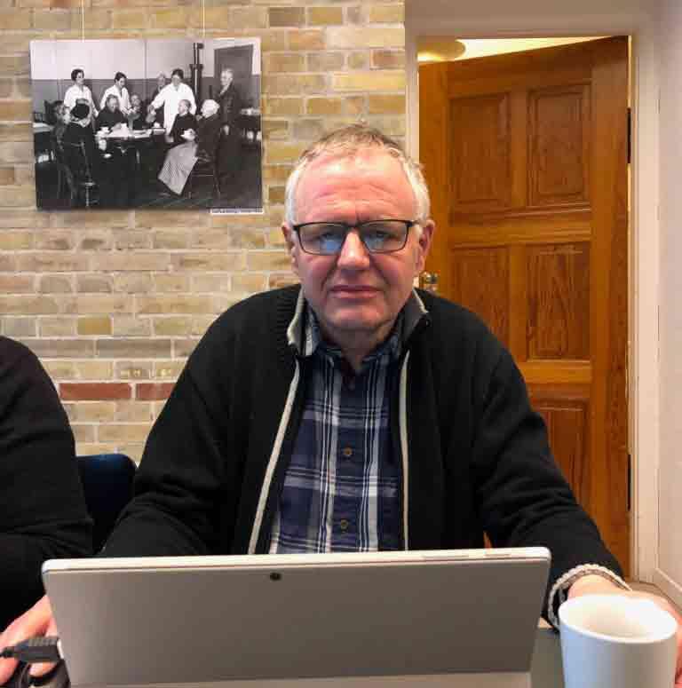 Flemming Jakielski fandt oplysningerne om den tidligere tyske rigskansler i protokollerne, og bruger nu den historie til at fortælle andre om det sjove ved det frivillige arbejde på Stadsarkivet. 2020. Foto: Københavns Stadsarkiv.