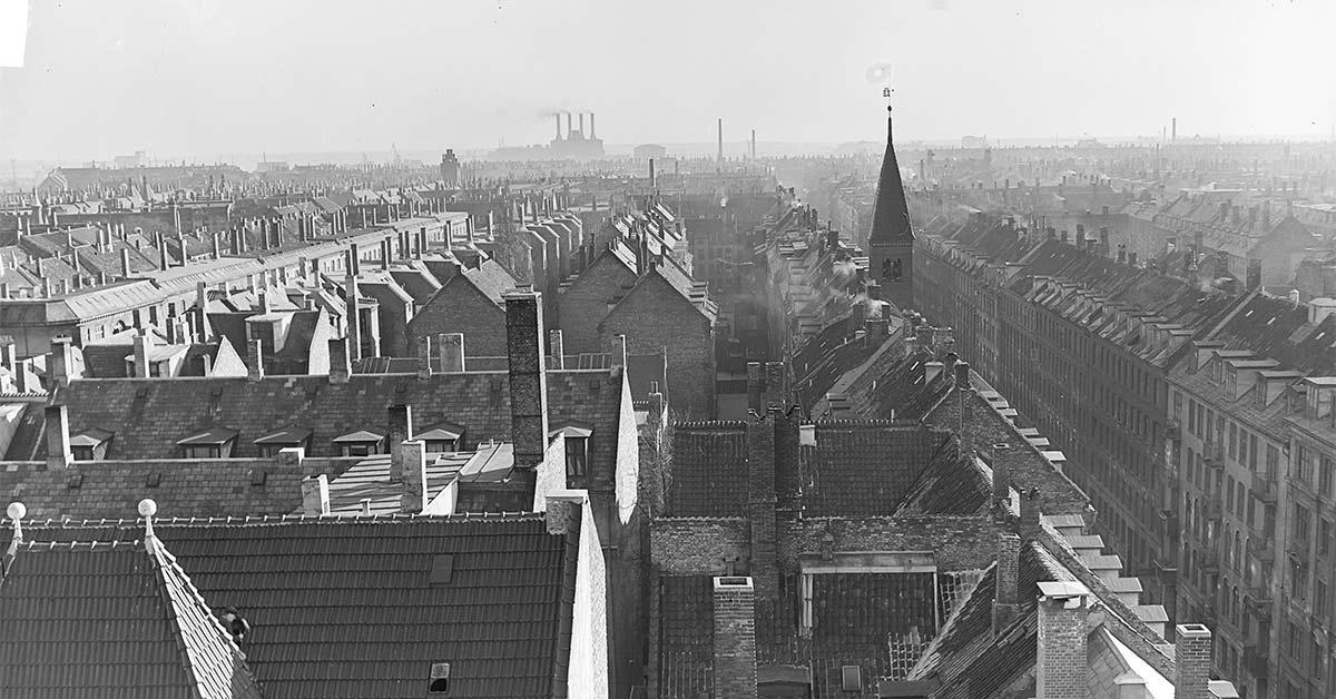 Kig ud over Saxogades tage og baggårde. 1953. Foto: Fotograf ukendt, Københavns Stadsarkiv.
