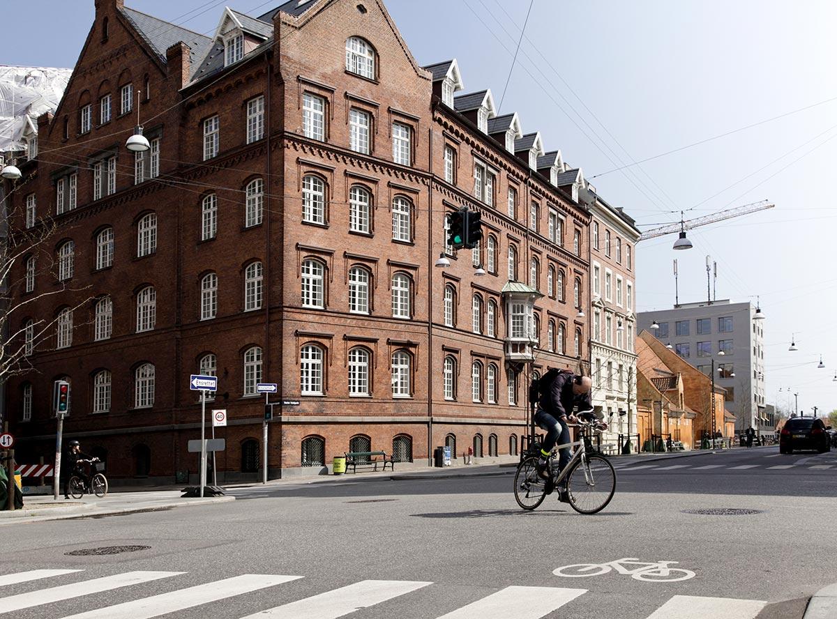 Hjørnet af Vester Voldgade og Ny Kongensgade. Foto 2014: Mads Neuhard, Københavns Stadsarkiv