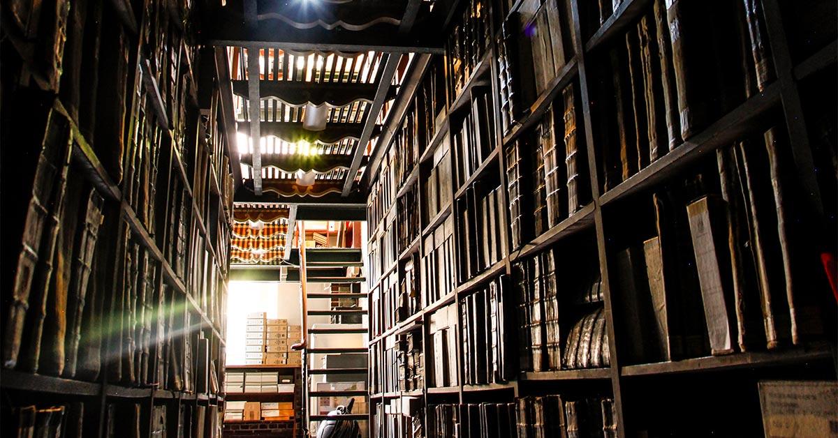 Arkivets gange er fulde af spændende arkivalier og gode historier. Foto: Københavns Stadsarkiv.