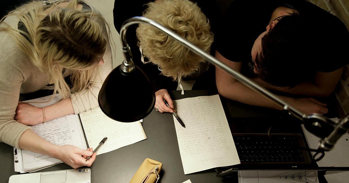 Studerende på Københavns Stadsarkivs læsesal. Foto: Mads Neuhard