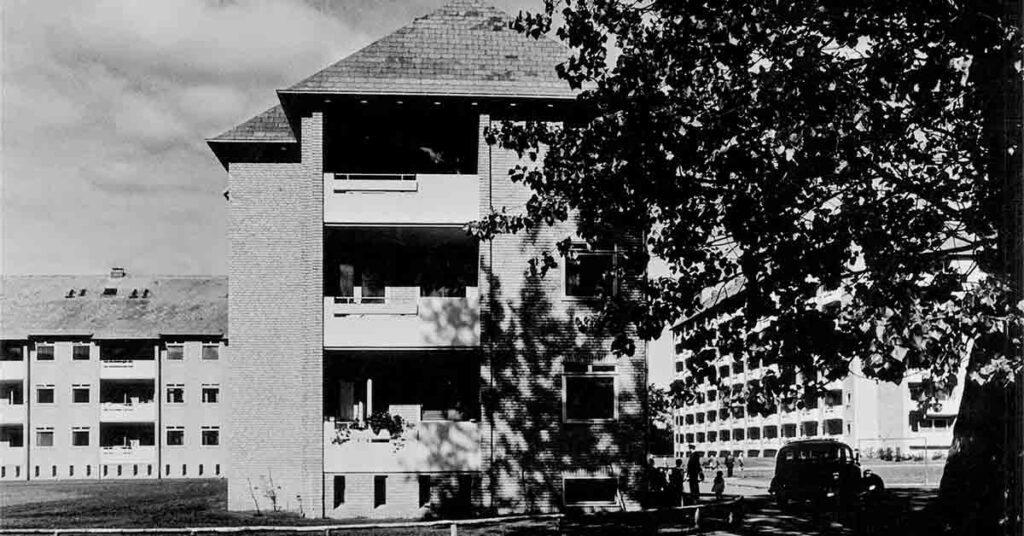 En af kommunens ejendommen var Abildsgårdsvej, som blev opført i begyndelsen af 1950'erne. År: 1950-1952. Foto: Ukendt fotograf, Københavns Museum