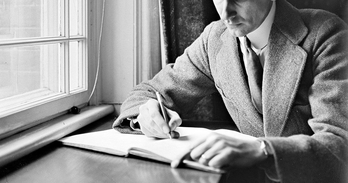 Alle kan skrive deres erindring og dermed bidrage til Stadsarkivets samling af københavner-erindringer. 1930. Foto: Fotograf ukendt, Københavns Stadsarkiv.