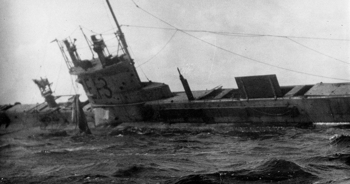 Ubåd E13 grundstødt på Saltholm
