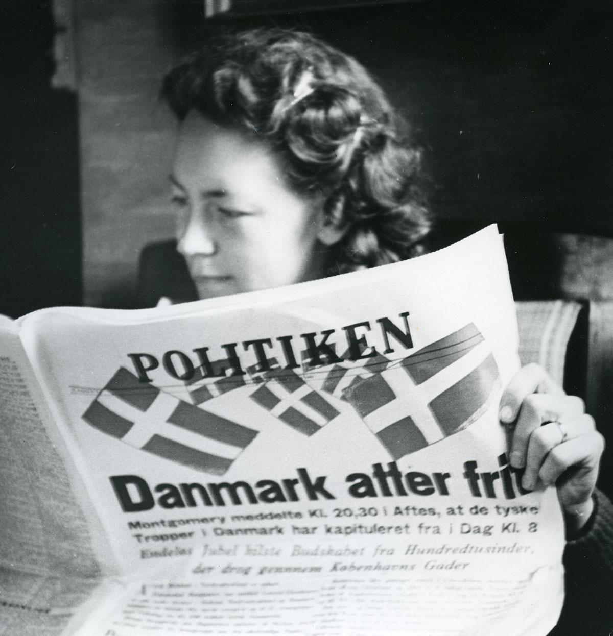 Befrielsesbudskabet på forsiden. Fotograf: Hjálmar R. Bárdarson, 1945, Københavns Stadsarkiv. Mange erindringer indeholder fotos af både små og store begivenheder i byens liv. En del af disse fotos kan nu ses på kbhbilleder.dk