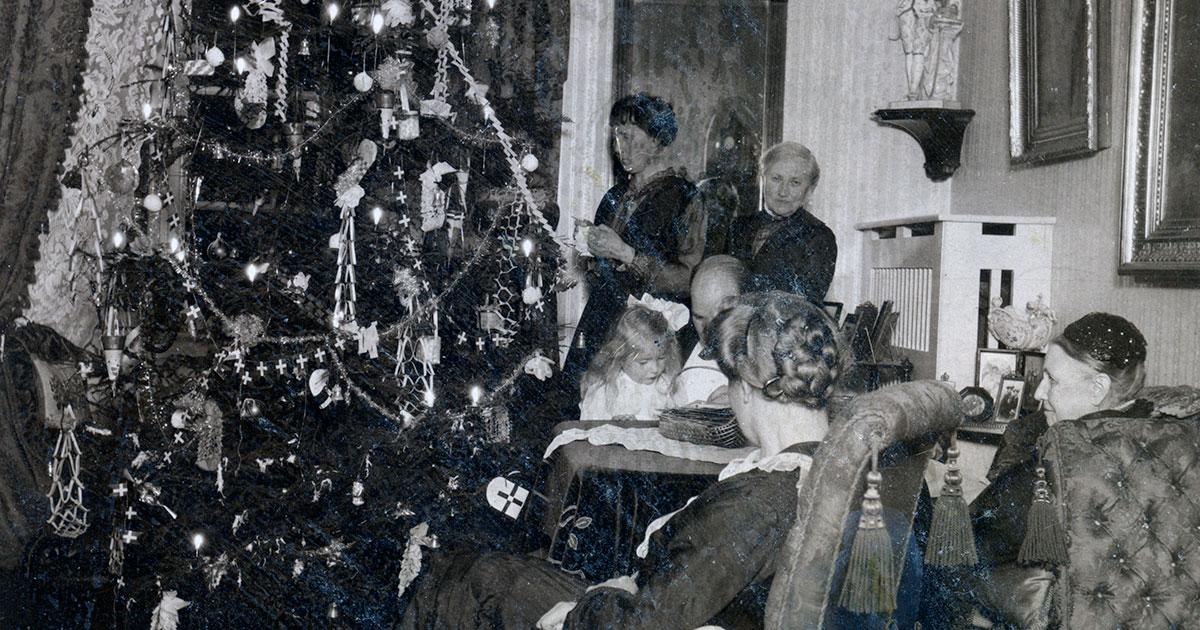 Julestemning i lejlighed omkring 1930